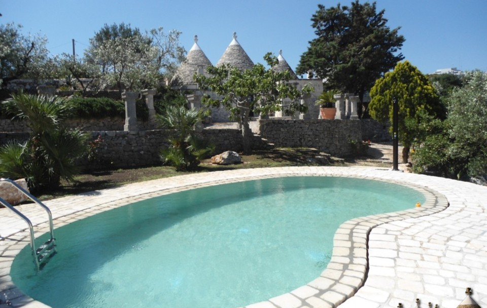 Trulli with pool for rent